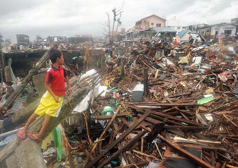 tifone-Haiyan-Filippine