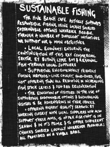 Manifesto di pesca sostenibile servita in un ristorante sulla costa inglese
