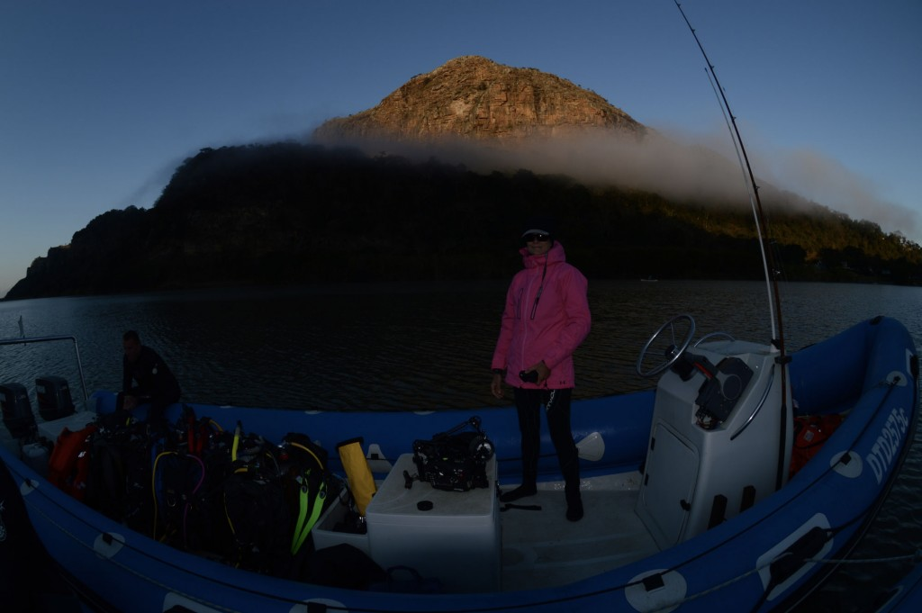 Imbarco per la partenza - nella foto Heidi 'from hawaii' che ha offerto deliziosa frutta secca e cioccolata amara per combattere il freddo