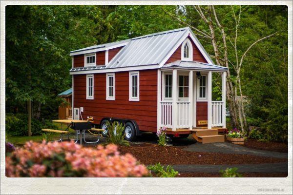 scarlett-tiny-house-at-mt-hood-tiny-house-village-with-frame
