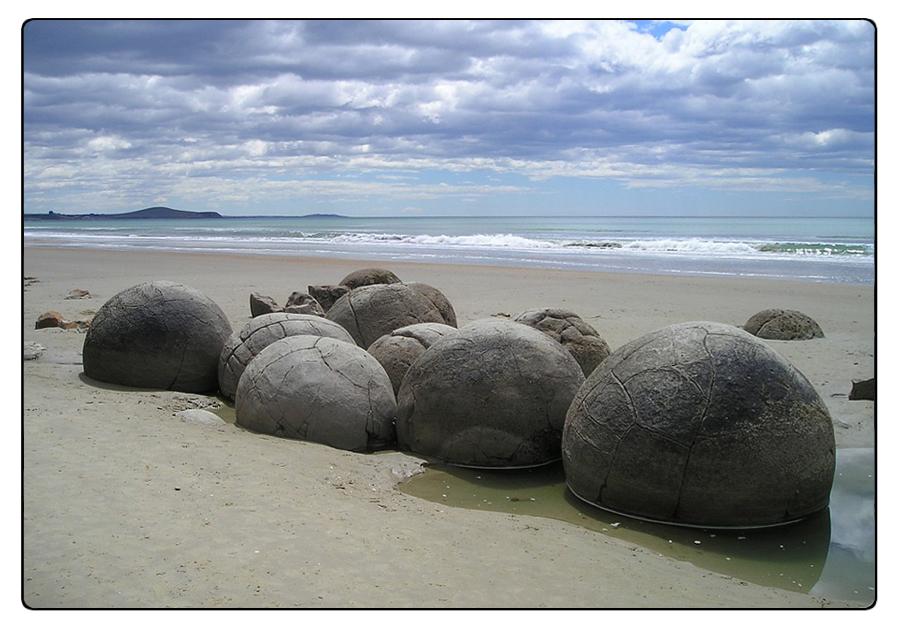 Fenomeni costruttivi nelle Sfere di Moeraki, Nuova Zelanda